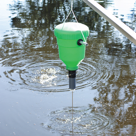 Pendulum demand feeder 32lb for Fish feeders for ponds